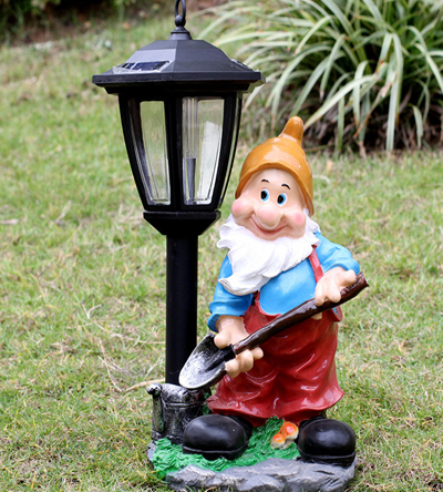 Gnome with shovel and Lamp