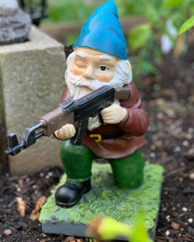 Large BH Gnome on knee with Gun